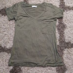 Tops - Solid olive green vneck pocket tee NWOT